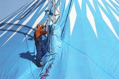 Installieren des Zeltes für einen Zirkus Lizenzfreies Stockbild