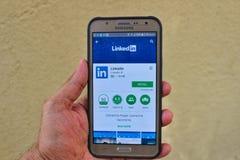 Installieren Sie Linkedin APP stockbilder
