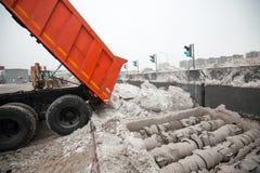 Installierung des Schneeschmelzens Stockbild