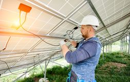 Free Installing Of Solar Photo Voltaic Panel System Royalty Free Stock Image - 118629386