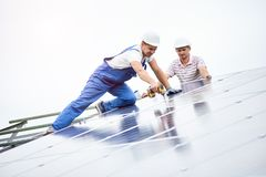 Free Installing Of Solar Photo Voltaic Panel System Royalty Free Stock Photo - 132570695