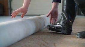 Instalować dywan na podłodze zdjęcie wideo