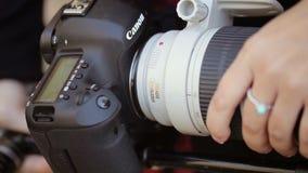 Instalować obiektyw na kamerze zdjęcie wideo