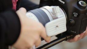 Instalować obiektyw na kamerze zbiory wideo