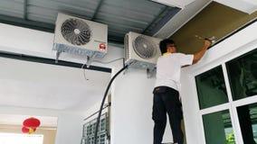 Instalować Lotniczego Conditioner, Domowy ulepszenie Fotografia Royalty Free