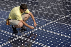 instaluje panelu słonecznego Obrazy Royalty Free