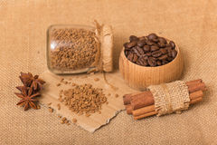 Instant and coffee beans Royalty Free Stock Photography