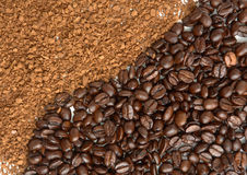 The instant coffee powder and grain Royalty Free Stock Photography