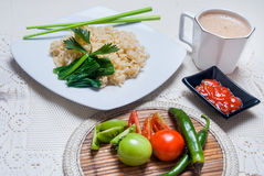 Instant noodles with Asian tastes there are eggs and drinks Royalty Free Stock Photos