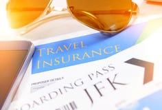 Instapkaartkaartjes en reisverzekering Stock Foto