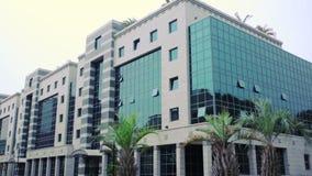 Instaurazione del colpo Edificio per uffici Costruzione moderna video d archivio