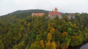 Instaurazione della residenza medievale antica del cavaliere di signori del castello del colpo archivi video