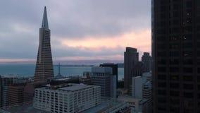 Instaurazione della vista aerea giù la città San Francisco video d archivio