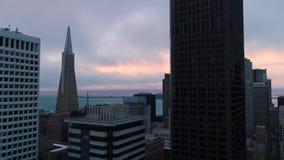 Instaurazione della vista aerea giù la città San Francisco archivi video