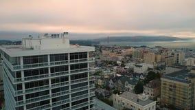 Instaurazione della vista aerea giù la città San Francisco stock footage