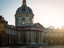 Institut de France på solnedgången i Paris, Frankrike Arkivfoto