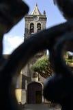 Instituto amarelo através de uma porta, La Laguna fotografia de stock royalty free
