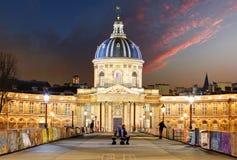 Instituto francês - institua de França na noite, Paris Foto de Stock Royalty Free
