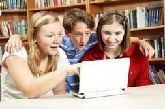 Instrução do Internet - miúdos surpreendidos Fotos de Stock