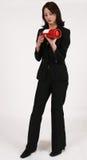Instruções da leitura da mulher de negócios no extintor de incêndio Foto de Stock Royalty Free