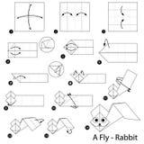 Instrucciones paso a paso cómo hacer papiroflexia un conejo de la mosca Foto de archivo