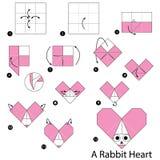 Instrucciones paso a paso cómo hacer papiroflexia un corazón del conejo Imagen de archivo