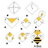 Instrucciones paso a paso cómo hacer la abeja de la papiroflexia Imagen de archivo