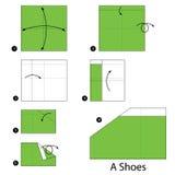 Instrucciones paso a paso cómo hacer papiroflexia los zapatos Fotos de archivo