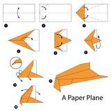 Instrucciones paso a paso cómo hacer papiroflexia un avión Foto de archivo