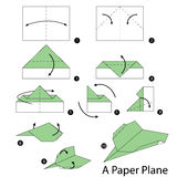 Instrucciones paso a paso cómo hacer papiroflexia un avión Imagenes de archivo