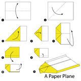 Instrucciones paso a paso cómo hacer papiroflexia un avión Fotografía de archivo