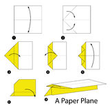 Instrucciones paso a paso cómo hacer papiroflexia un avión de papel Imagen de archivo libre de regalías