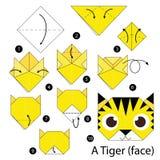 Instrucciones paso a paso cómo hacer papiroflexia un tigre Foto de archivo libre de regalías