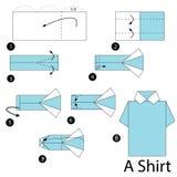 Instrucciones paso a paso cómo hacer papiroflexia una camisa Fotos de archivo libres de regalías