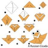 Instrucciones paso a paso cómo hacer papiroflexia una cigarra rusa Foto de archivo libre de regalías