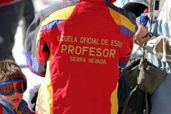 Instructeur d'école de ski en sierra ressource de Nevada en SP méridional images libres de droits