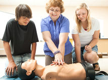 Instruction de CPR à l'école Photos stock