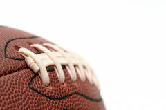 Instruction-macro de football américain au-dessus de blanc Image stock