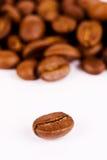 Instruction-macro-fermez-vers le haut du grain de café Photo stock