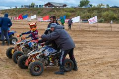 Instructions of the coach. SERPUKHOV, RUSSIA - OCTOBER 7, 2017: Juniors before start,  Class ATV-JUNIORS, in the 4 stage  MX series, the Red Wings Cup 2017 super Stock Images