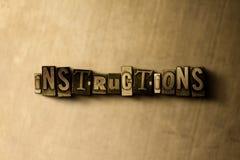 INSTRUCTIONS - plan rapproché de mot composé par vintage sale sur le contexte en métal Photo libre de droits