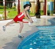Instructor aerobio de la mujer del Aqua Foto de archivo libre de regalías