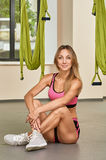 Instructor antigravedad de la yoga Imagen de archivo