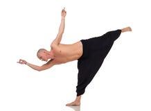 Instructor de la yoga en los pantalones especiales para entrenar Imagenes de archivo