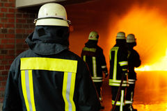 Instructor para la lucha contra el fuego Imagenes de archivo