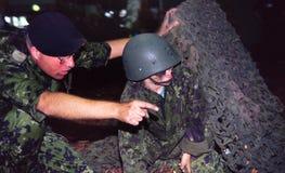Instruindo o soldado da criança imagens de stock