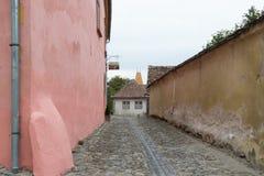 Instruisez la rue dans le château de la vieille ville Ville de Sighisoara en Roumanie Images libres de droits