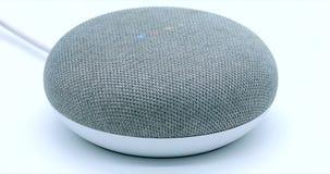 Instrument à commande vocale à la maison intelligent moderne répondant à la commande banque de vidéos