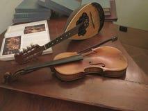 Instrument de musique antique de violon images libres de droits