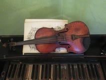 Instrument de musique antique de violon photos libres de droits